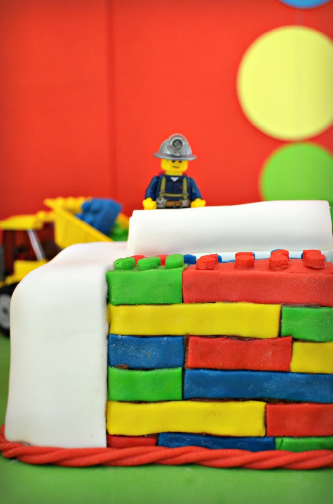 gateau-anniversaire-lego-travaux-briques-3