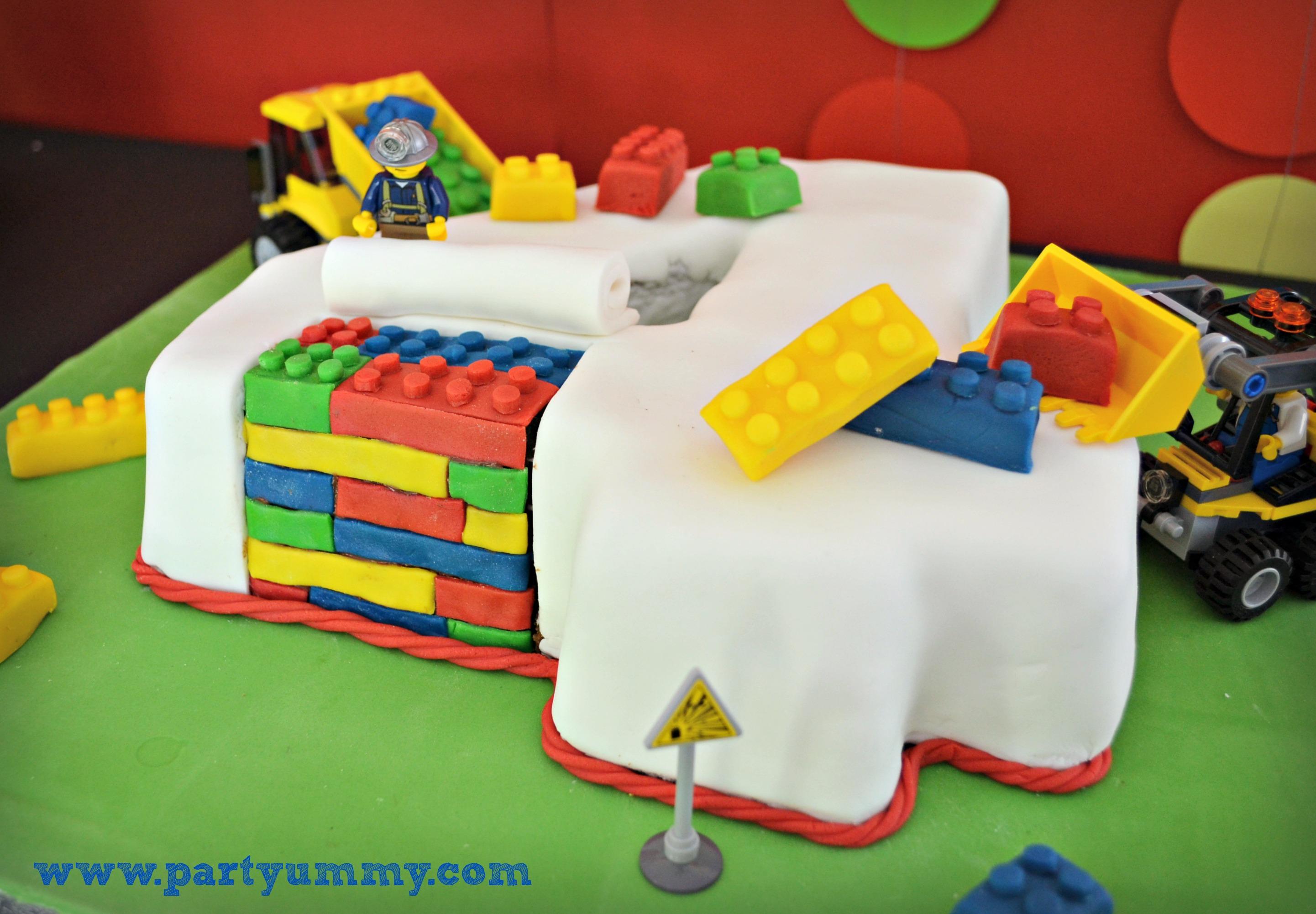 Gateau anniversaire lego travaux briques 4 - Gateau anniversaire garcon 4 ans ...