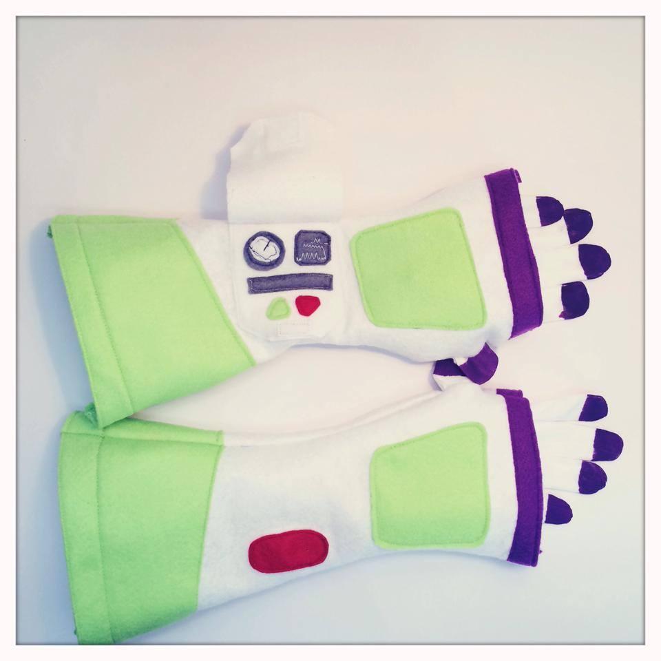 anniversaire-toy-story-gants-buzz-leclair