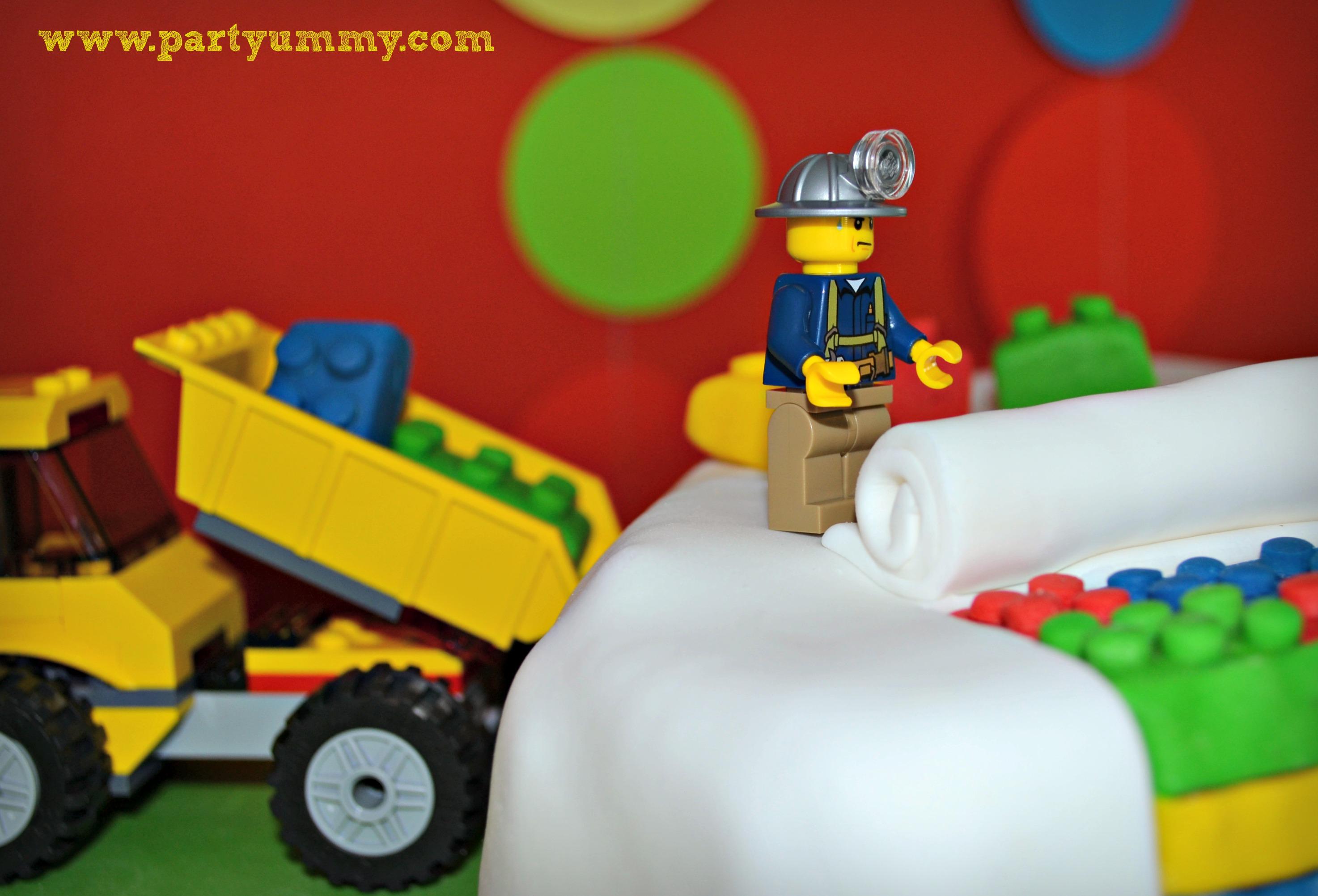 gateau-anniversaire-lego-travaux-briques