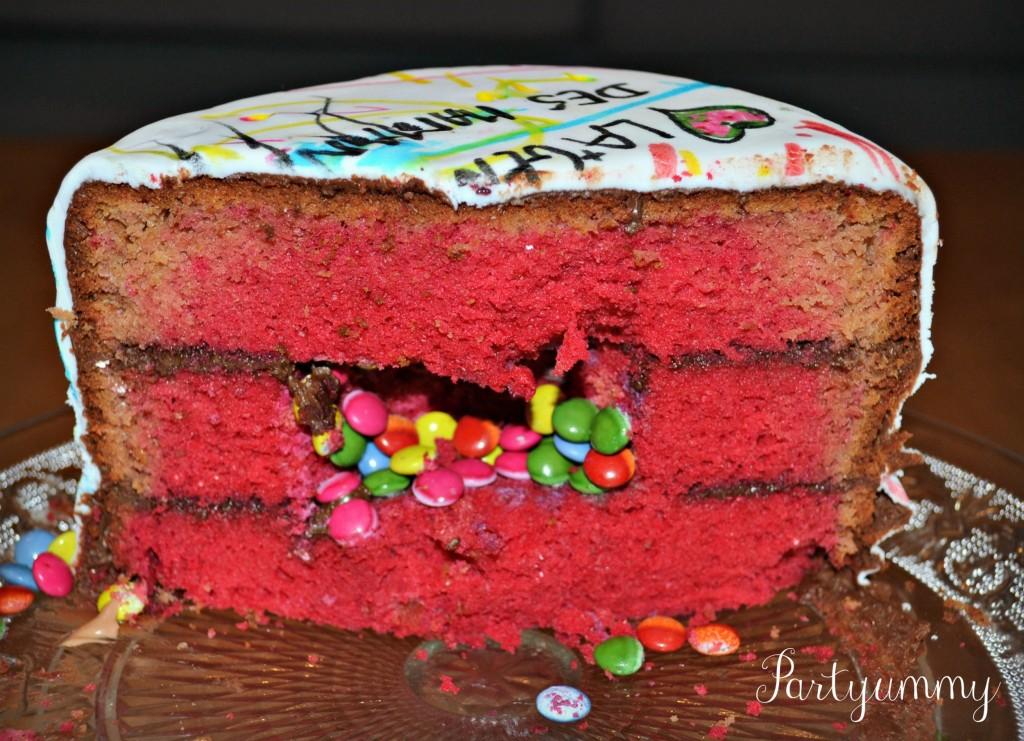 gateau-surpise-pinata-cake-smarties