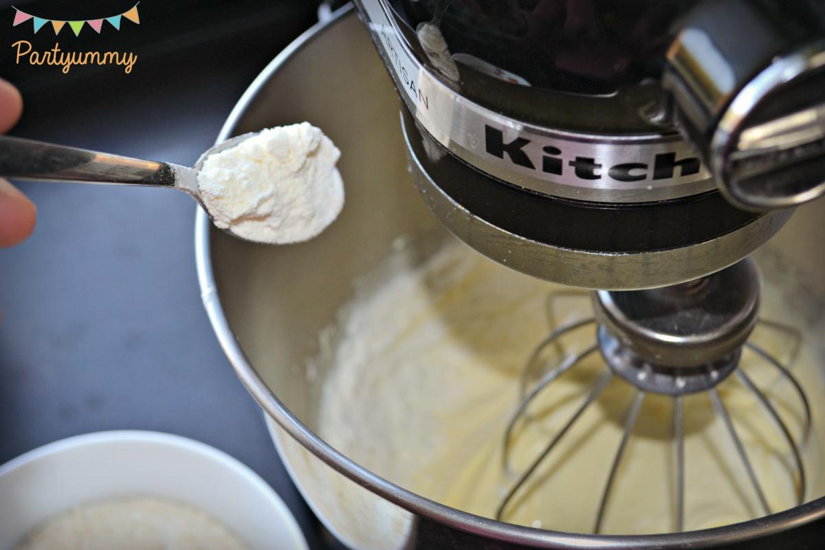 melange-oeufs-sucre-farine-levure