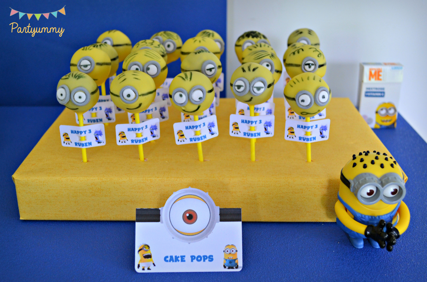 cake-pops-minion-jaune-anniversaire-oreo