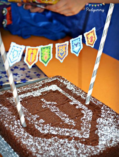 anniversaire-lego-nexo-knigths-gateau-cake-bunting-banderole-boucliers