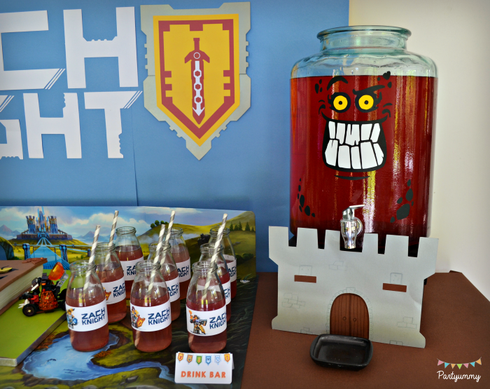 anniversaire-lego-nexo-knights-decor-chateau-drink-bar-bonbonne-burnzie
