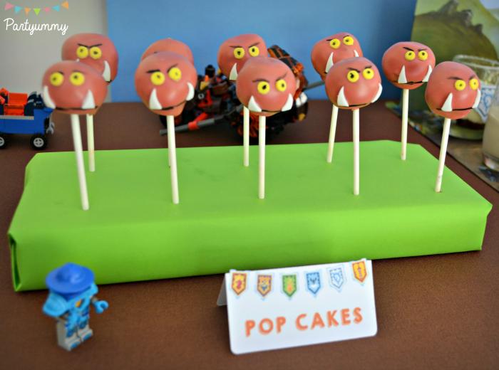 anniversaire-lego-nexo-knights-sweet-table-pop-cakes-gobelins-goblins