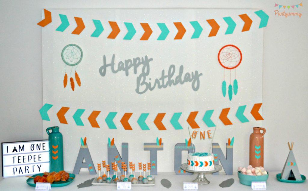 anniversaire-petit-indien-sweet table-plumes-fleches-coiffe-tipi-dessets-pow-wow-party
